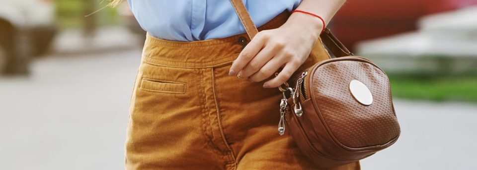 how-to-put-on-a-cross-body-bag